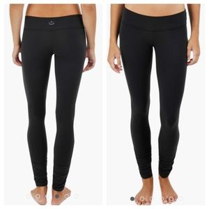 Beyond Yoga Black Ruched Leggings XXS